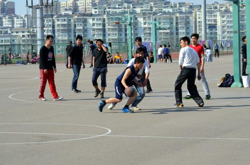 Cara Menggiring Bola Basket (Dribbling)
