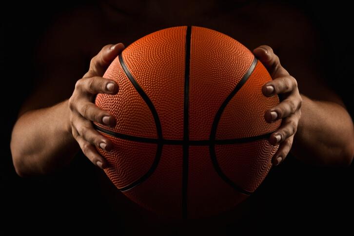 2 Cara Menangkap Bola Dalam Permainan Bola Basket